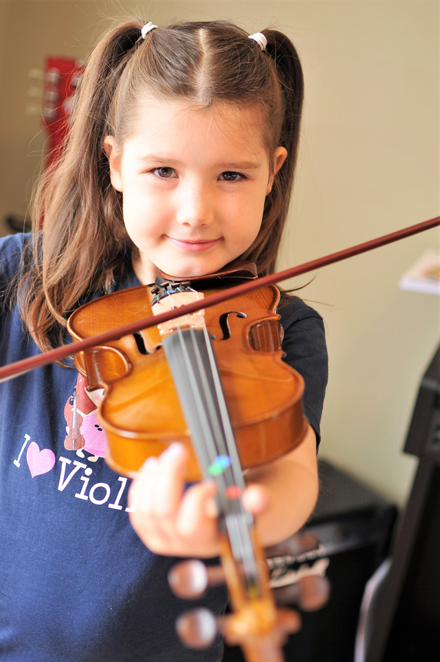 Violin lessons with Isla
